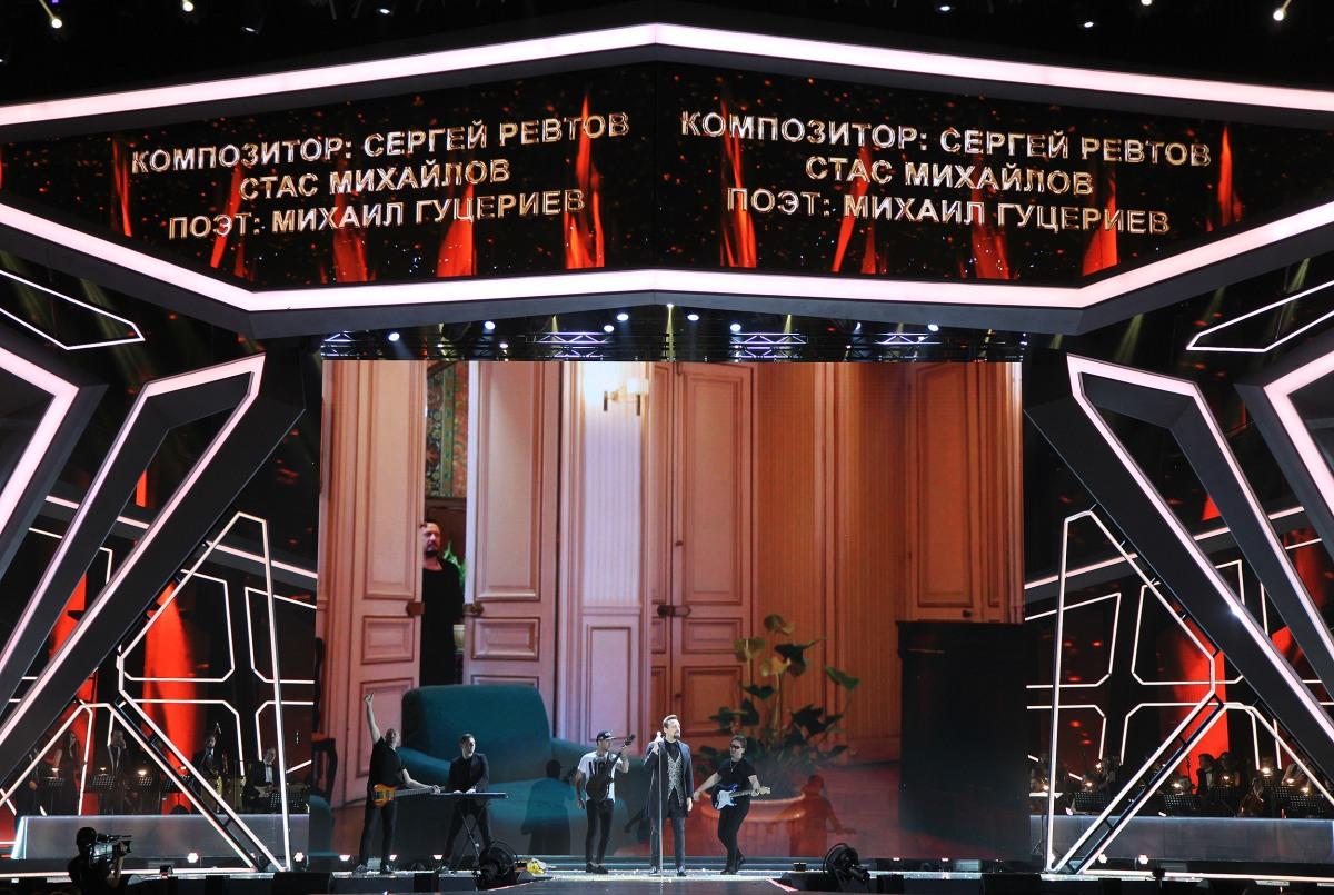 Стас Михайлов исполняет песню «Нас обрекла любовь на счастье»