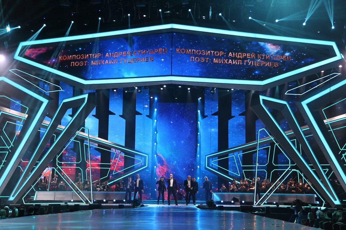 Хор Турецкого исполняет песню «Знаешь ты»
